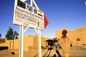 Niger, Agadez, aid of the European Development Fund (EDF) *** Local Caption *** Commercial and Editorial use : consult us